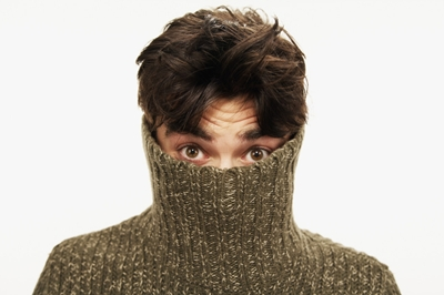 man-hiding_VEER
