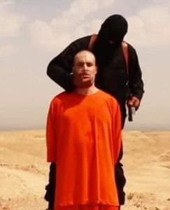 Antes-de-decapitacion-de-Periodista-James-Foley-en-manos-de-yihadista