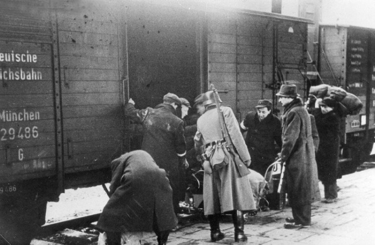 Jews from Krakow forced onto trains heading to Belzec